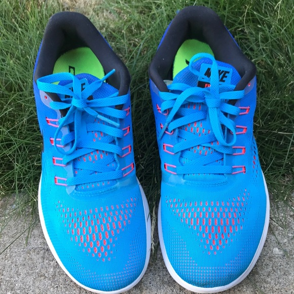 NIKE size 9 running shoes